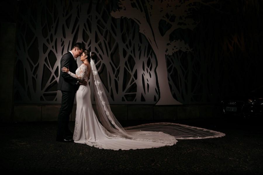 o abraço dos noivos Na Casa Traffô