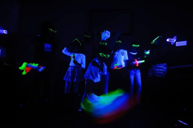 Oficina Bonecos Fluorescentes _ Grupo Girino _ Festival de Inverno de Itabira _ Foto André Fossati