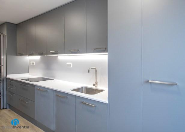 mueble gris cocina