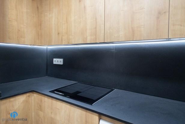 encimera color negro cocina