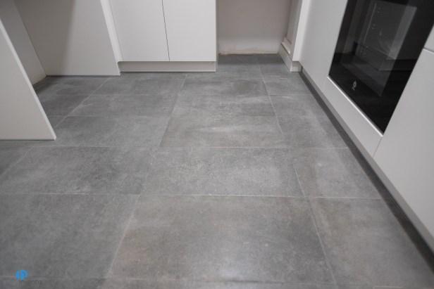 suelo cocina gris