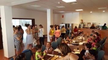 grupo-reifs-cazalilla-visita-alumnos-jose-plata-photocall-verano