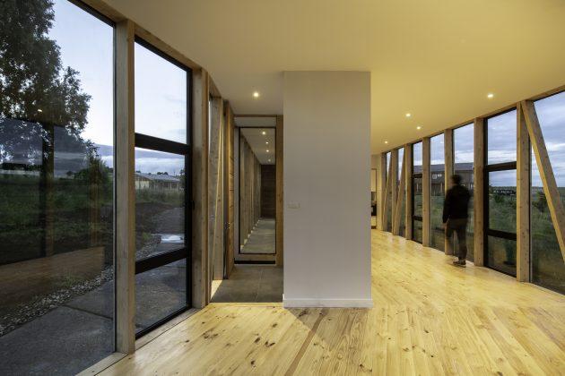 Casa Maitenes por Ignacio Correa en Puerto Montt, Chille