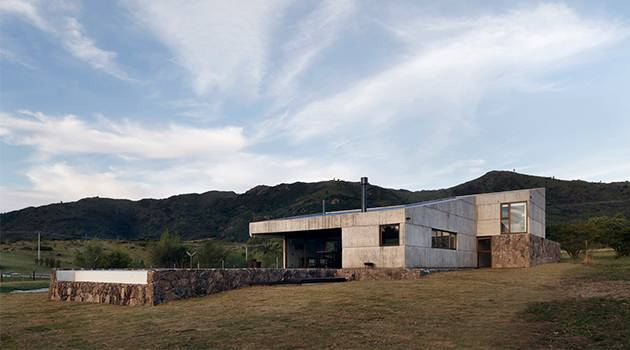 Casa MM por los arquitectos Alarciaferrer cerca de Córdoba, Argentina