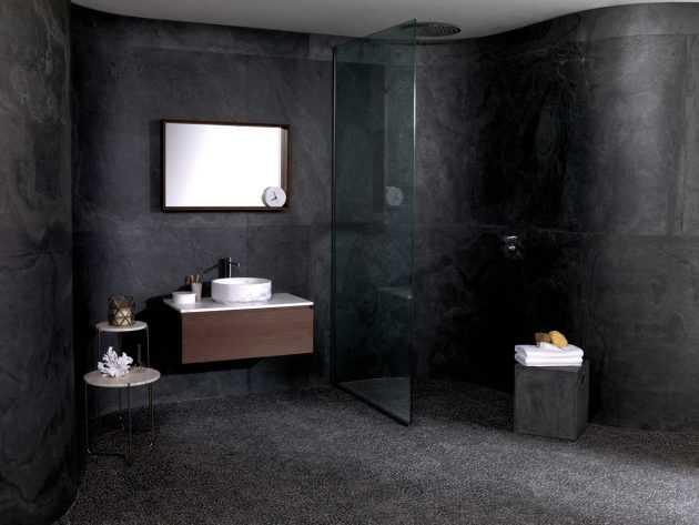 Una sombra oscura en el baño