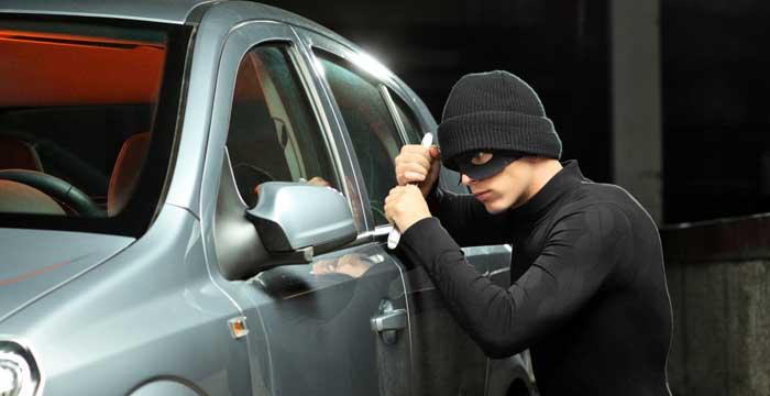Al igual que en las casas y los negocios se instalan sistemas de seguridad también existen alarmas y localizadores GPS para coches.