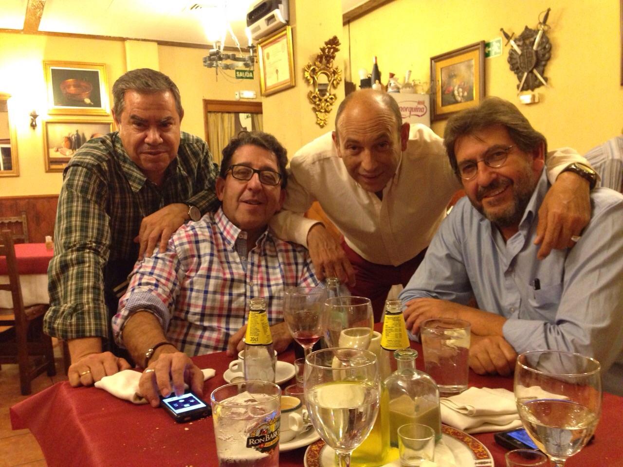 Albertyo Morate con unos amigos