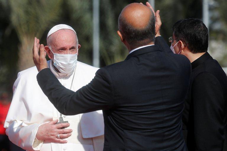 El Papa Francisco es recibido por el presidente de Irak