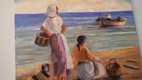 imagen de unas mujeres en la orilla con dos cestos y una red mientras en el mar hay una barca con dos hombres y tres gaviotas sobre ellos. (Cuadro de Henar Tejero)