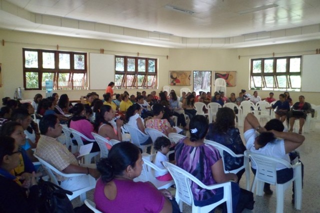 Mujeres reunidas para debatir los tipos de violencia