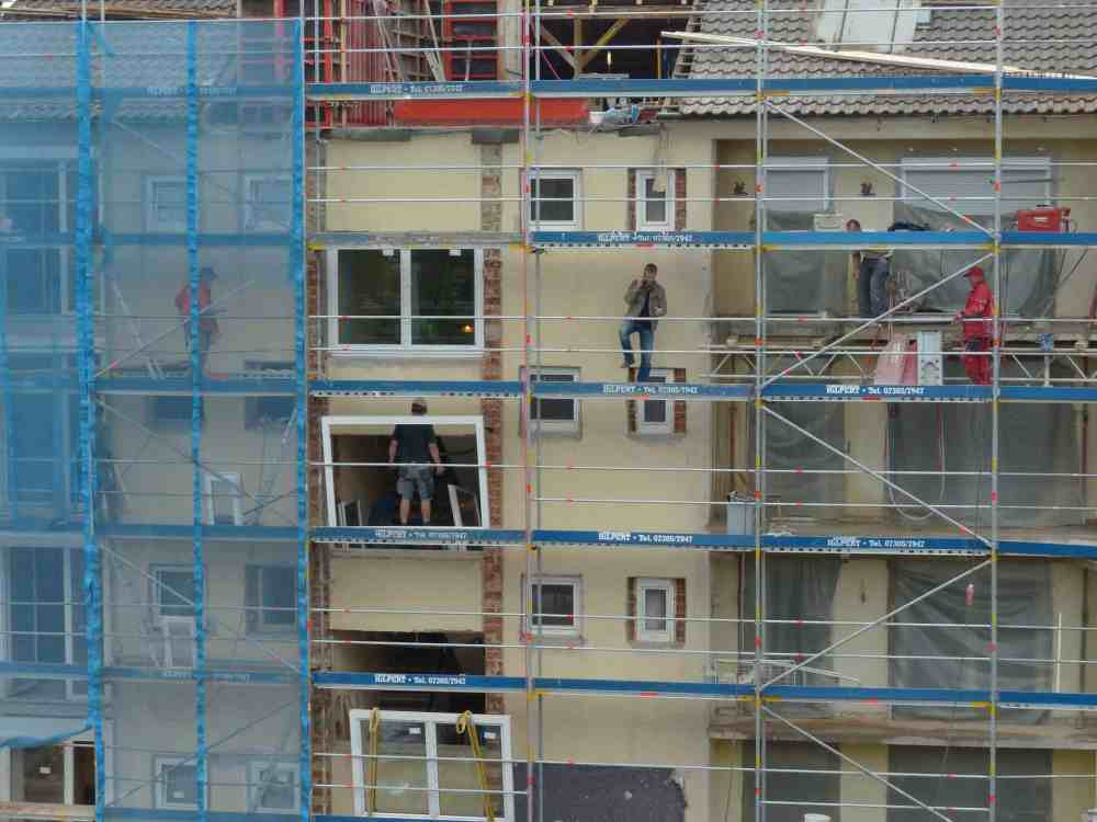 housebuilding-116285_1920