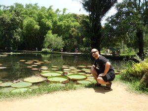 201. Jo og verdens største vannliljer