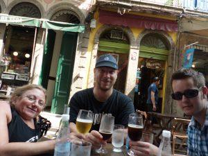 341. Ingunn, Jo og Steinar drikker øl