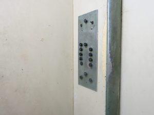 72. KNappene i heisen vår