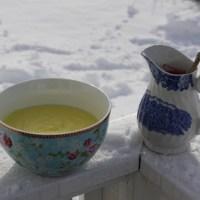 Polentapudding med rød saus