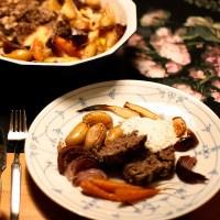 Ovnsbakt kjøttpudding av elg med tilbehør og eplesaus