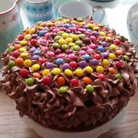 Barnevennlig sjokoladekake med sjokoladekrem med O'boy