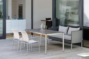MIGUEL sofa, SKAGEN krzesła i stół STERN 102083.101573
