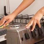 キッチン掃除を簡単に!順番は?コンロシンク排水溝の掃除方法は?
