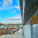 Набережную Тюмени украсили монтажной пеной, выкрашенной под гранит
