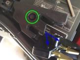 Die grün markierte Schraube muss auch noch raus. Auch fragte ich mich, worein die beiden blau markierten Pine sollten!?!?