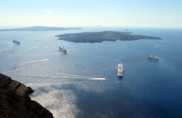 The daily cruise ship rush hour