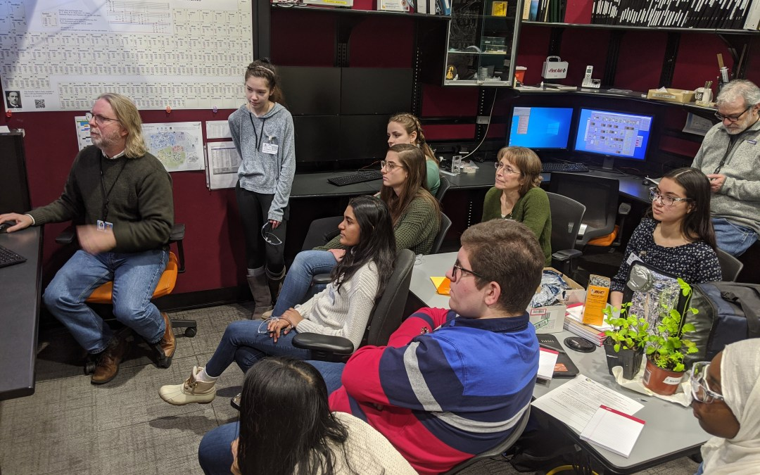 GSECARS Hosts Talk for Glenbard East High School