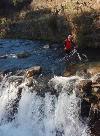 y Pepe ahogando su bici nueva ...por Damián