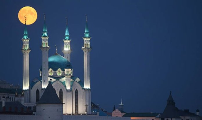 Đang tải Eclipse-2018-in-pictures-blood-moon-Qolsarif-Mosque-Kazan-Russia-1437836.jpg…