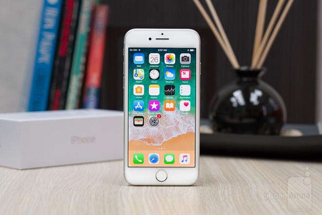 iPhone xach tay khan hang, nhieu dai ly giam gia ao de hut khach