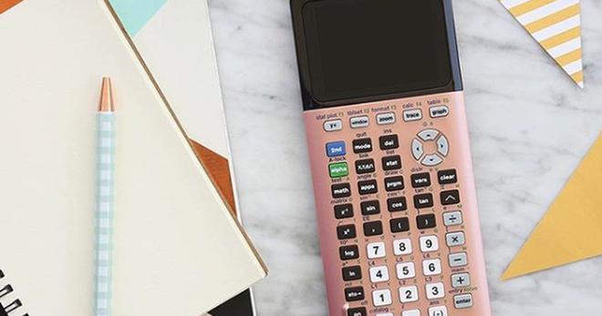 Hot nhất trường với máy tính bỏ túi chanh xả: Vàng Hồng như iPhone, cạnh cong như Samsung - Ảnh 2.