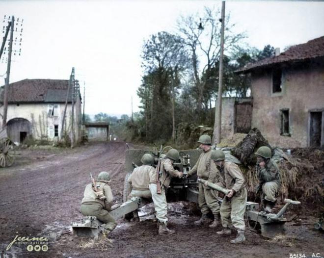 Ngỡ ngàng trước những bức ảnh lịch sử Thế chiến thứ 2 đã được phục chế và tô màu - Ảnh 15.