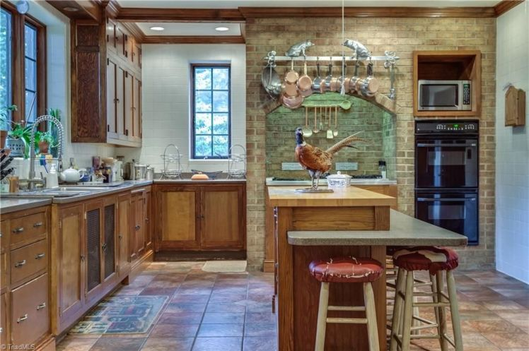 3215 n. rockingham road kitchen.jpg