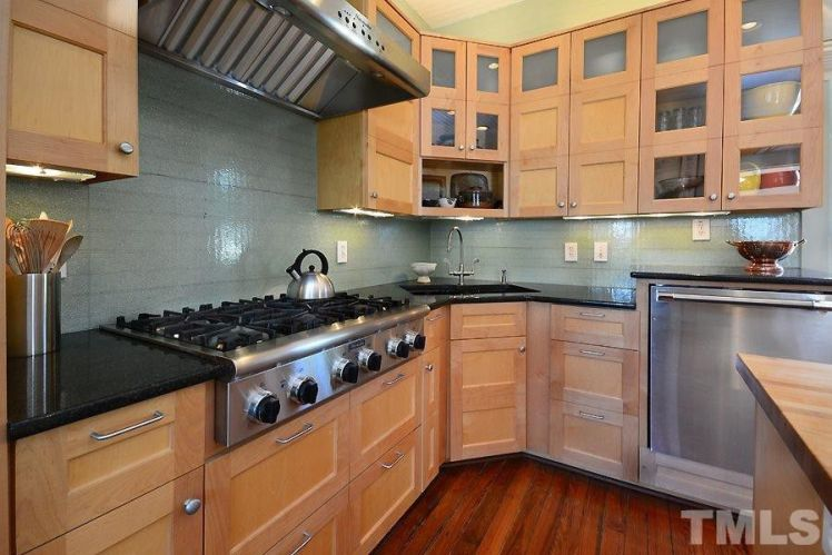 2440 glencoe street kitchen 2.jpg
