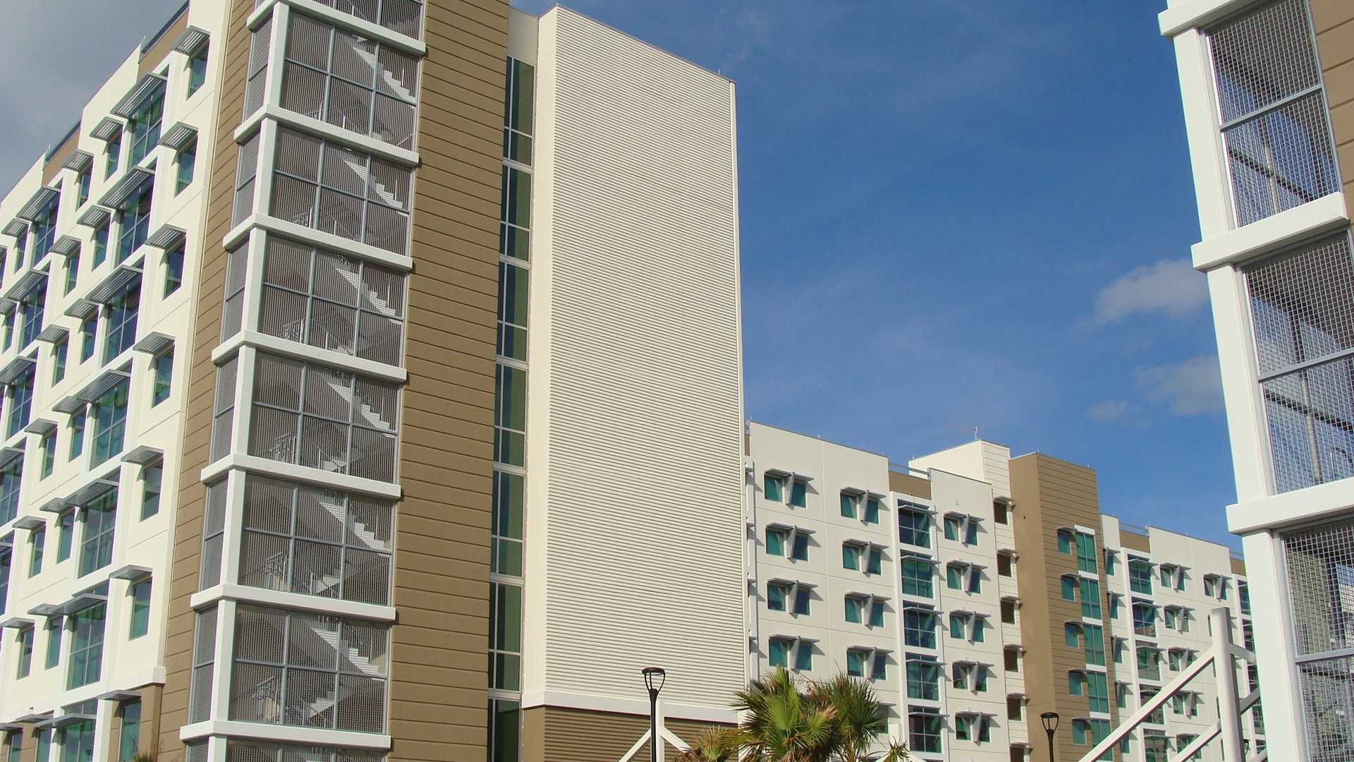 With new housing FAU gets closer to traditional campus