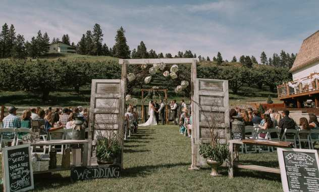 wenatchee wedding venue hampton hideaway barn and orchard