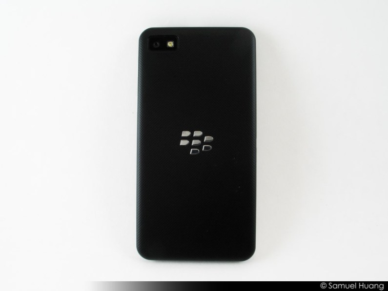 BlackBerry Z10 Review Part 1 - Hardware Impressions - BB Z10 - Back Side