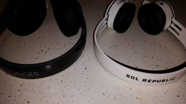 Beats Studio Wireless Vs. SOL REPUBLIC Tracks AIR (3)
