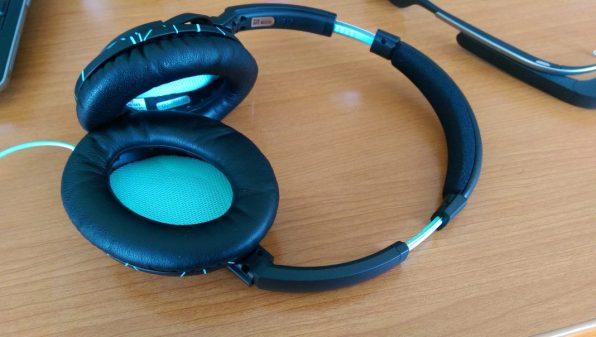 Bose SoundTrue Over Ear Headphones [Review] - Ear cup / Ear Pad