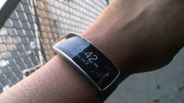 Samsung Gear Fit (1)
