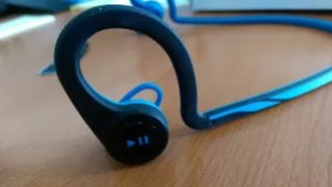 Plantronics Backbeat FIT Bluetooth ear-buds Review - music controls