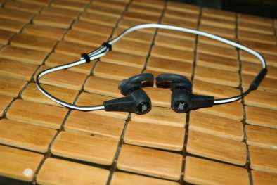 JBL-Synchros-Reflect-BT-Headphones-1