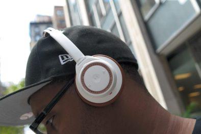 Plantronic-Backbeat-PRO-vs-Backbeat-SENSE-Headphones On Ear 1
