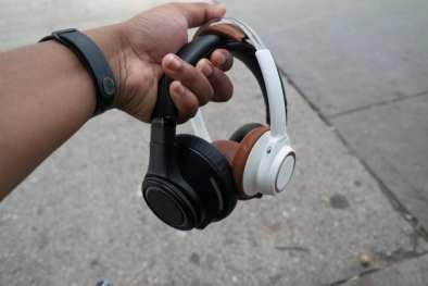 Plantronic-Backbeat-PRO-vs-Backbeat-SENSE-Headphones 6
