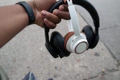 Plantronic-Backbeat-PRO-vs-Backbeat-SENSE-Headphones 7