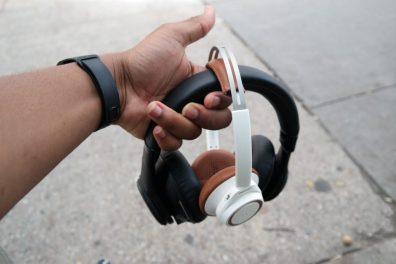 Plantronic-Backbeat-PRO-vs-Backbeat-SENSE-Headphones 5