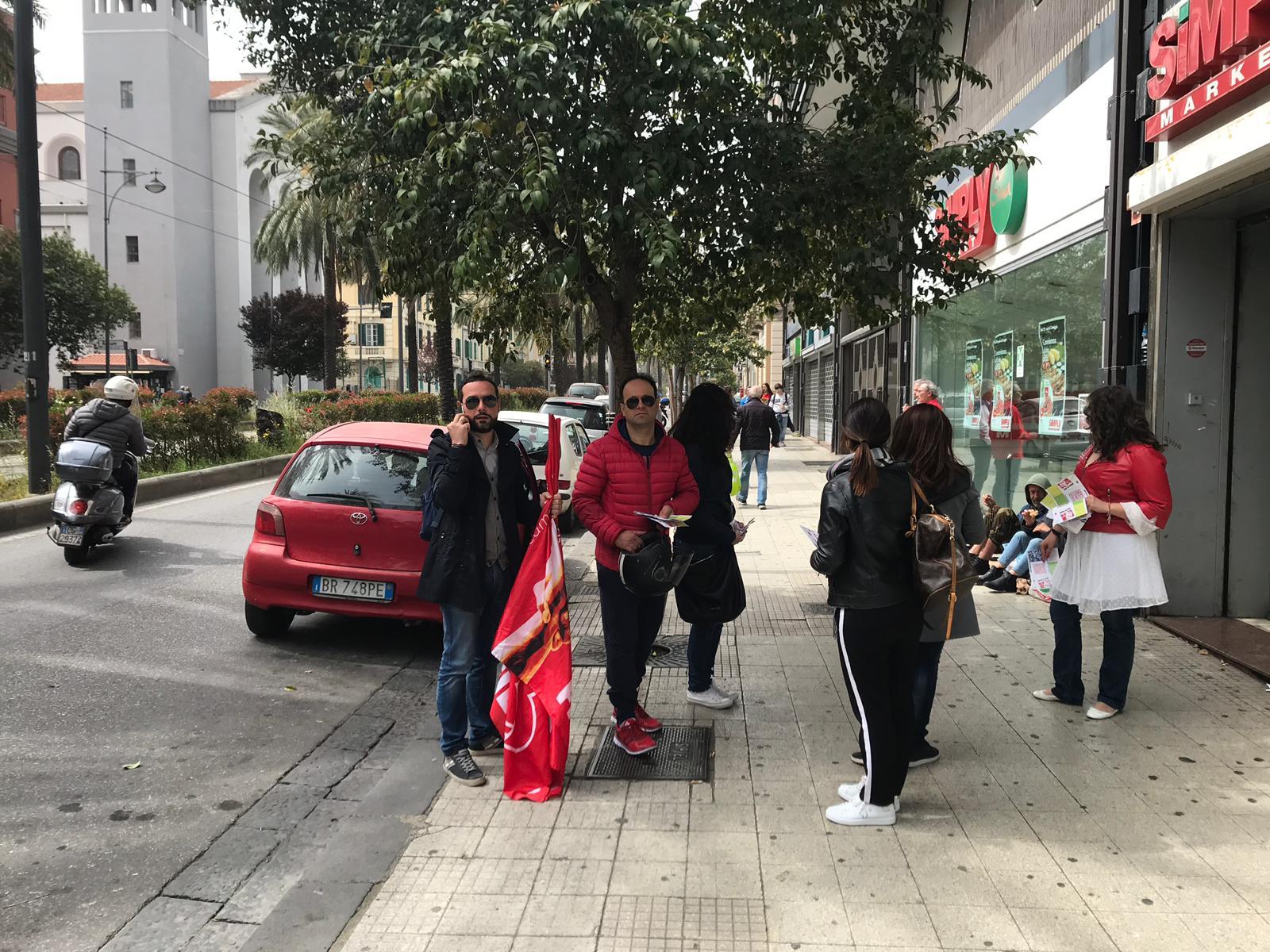 Messina volantinaggio dei sindacati contro lapertura dei negozi il 25 aprile  Gazzetta del Sud