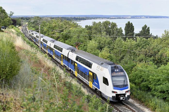 MÁV emeletes vonat - KISS motorvanat, Balaton