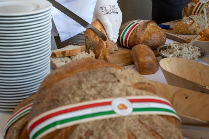 Szent István-napi kenyér a Magyar Ízek Utcája