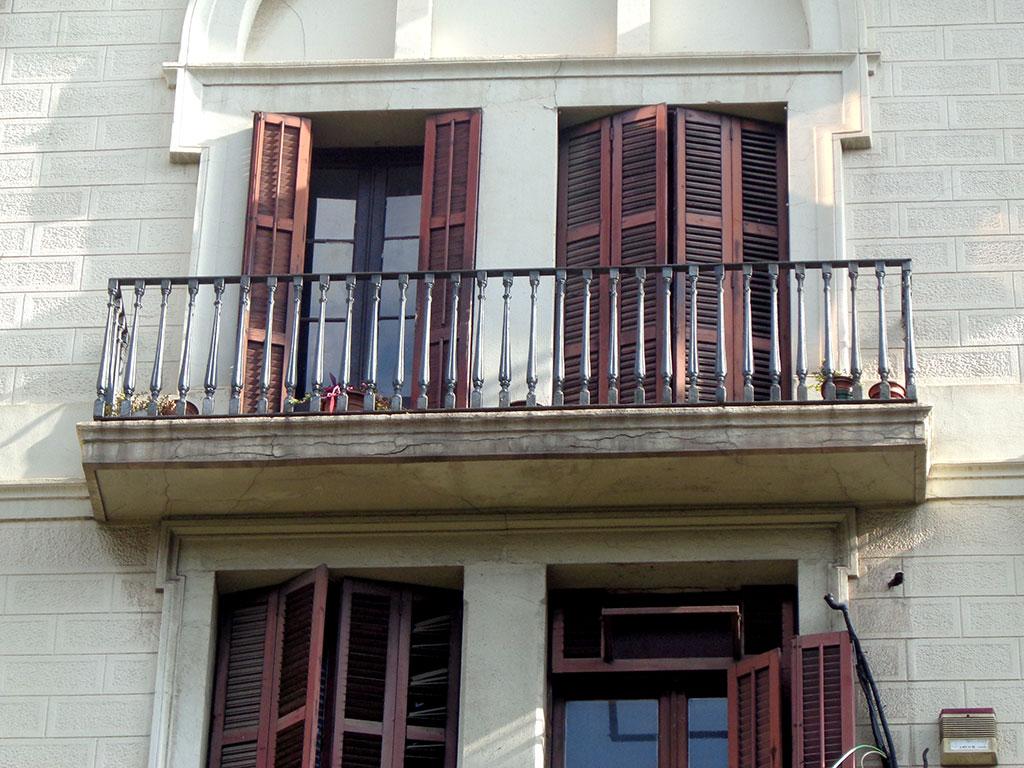 Vista de balcones en mal estado